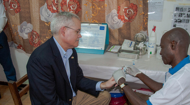 US Embassy Abidjan DCM Andrew Haviland demonstrates the new rapid HIV test available