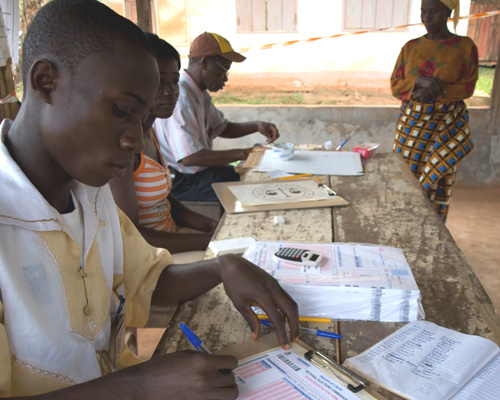 A Liberian voter registers for the 2011 elections with a member of the National Elections Committee. USAID has helped the commit
