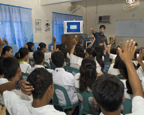 A Peace Corps volunteer leads a training session on computer programming in the Philippines.