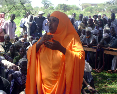 A Gari woman speaks at a community consultation on the draft peace accord in Hudet, Somali region, Ethiopia. USAID and Mercy Cor