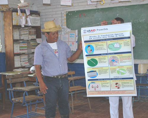 Trinidad Hernández, a health promoter from La Patriota, gives a health talk in the local school.