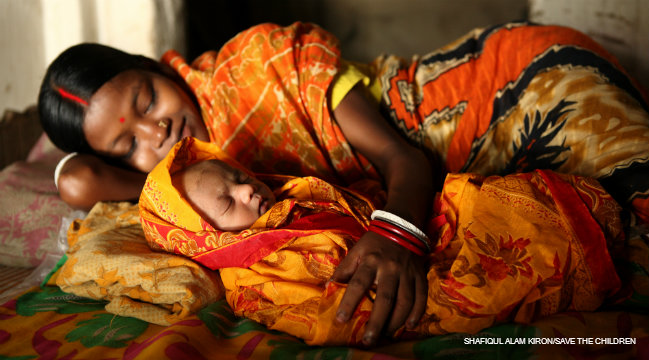 Image of a mother and her newborn baby in Bangladesh.