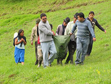 A pregnant woman is transported in a chacana by a rural doctor and her neighbors.