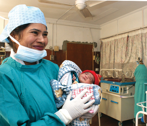 A nurse and baby at a USAID-supported Basic Health Unit in Jhelum, Pakistan.