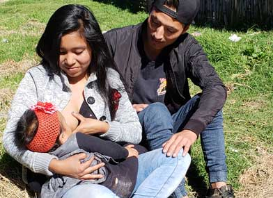 Mileidy and her partner Lino with their 7-month-old daughter. Photo: Gilda Rivera/HIP+ Guatemala