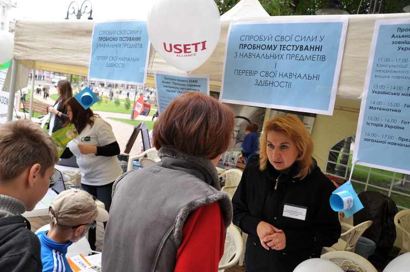 A USETI Alliance representative consults prospective students on testing.