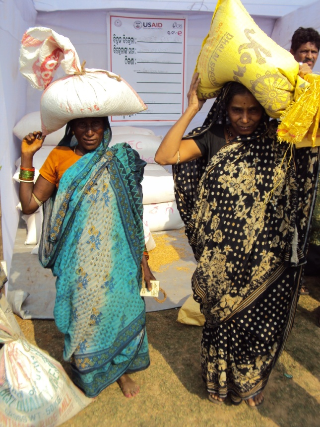Women receive supplies at a USAID/OFDA-funded seed fair in Odisha State, India.