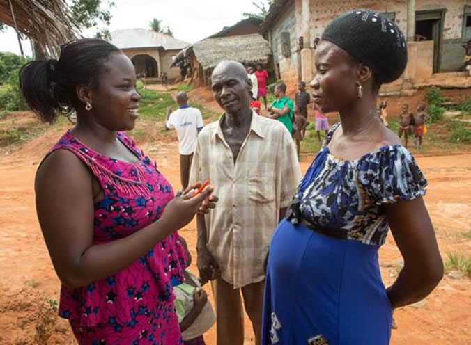 A community volunteer counsels a couple in Akwa Ibom State, Nigeria, on the need to regularly attend antenatal care for prevention to mother-to-child transmission services and to get tested for HIV. Credit: Gwenn Dubourthoumieu