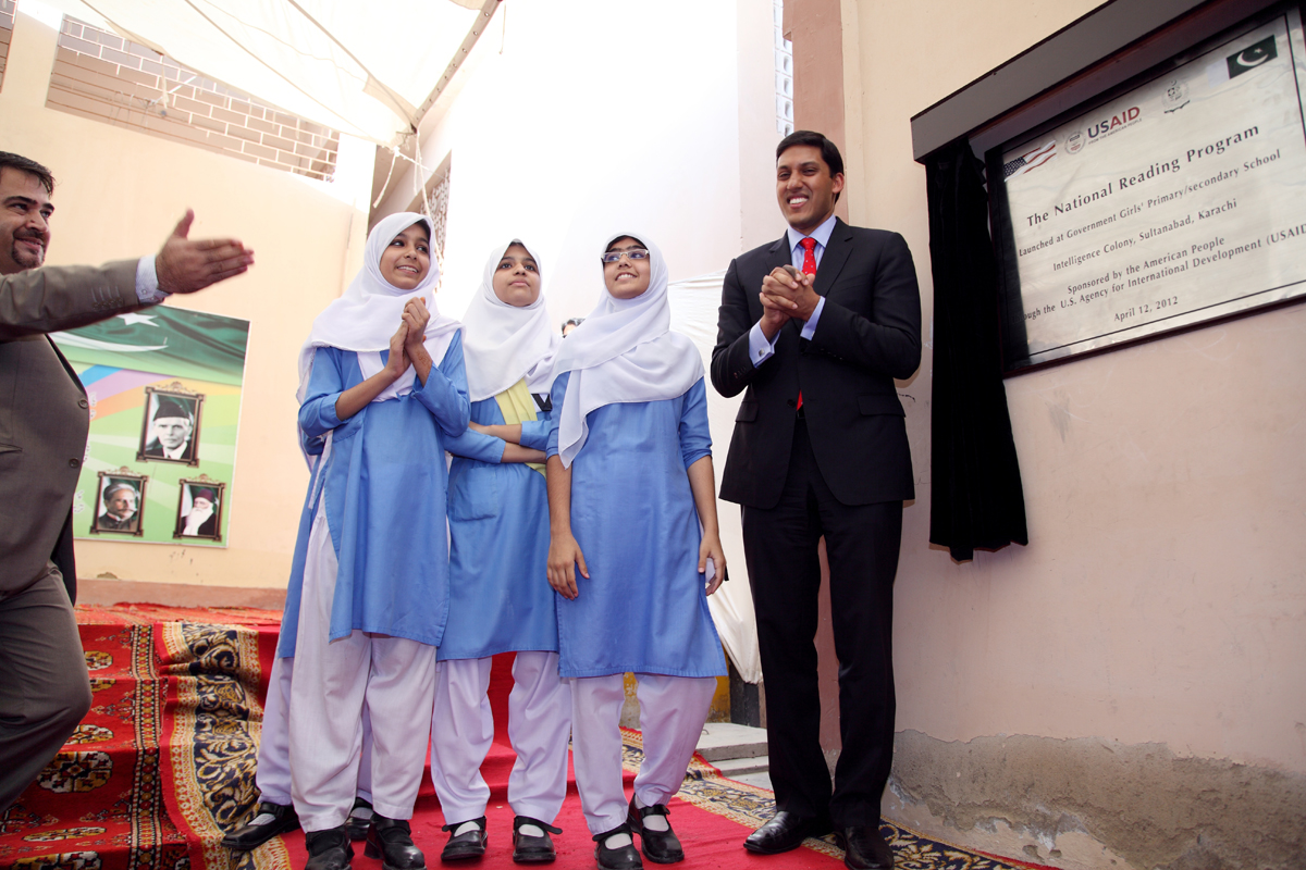 Administrator Shah at the launch of the National Reading Program in Karachi, Pakistan with Pakistani students.