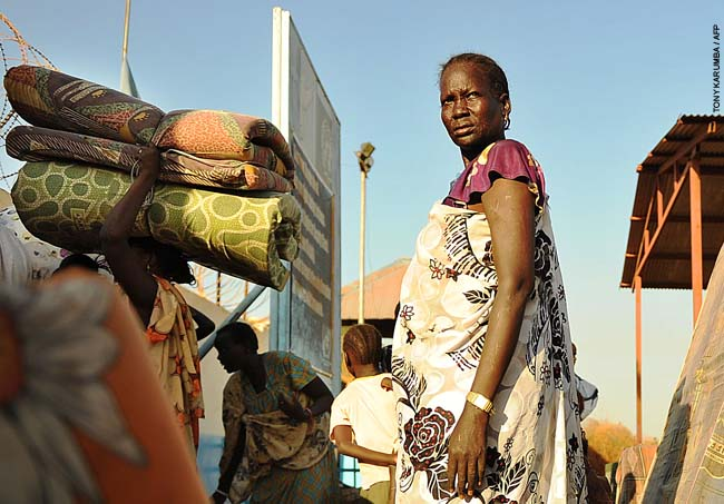 Residents of Juba arrive at the UN compound on December 20, 2013 where they sought shelter