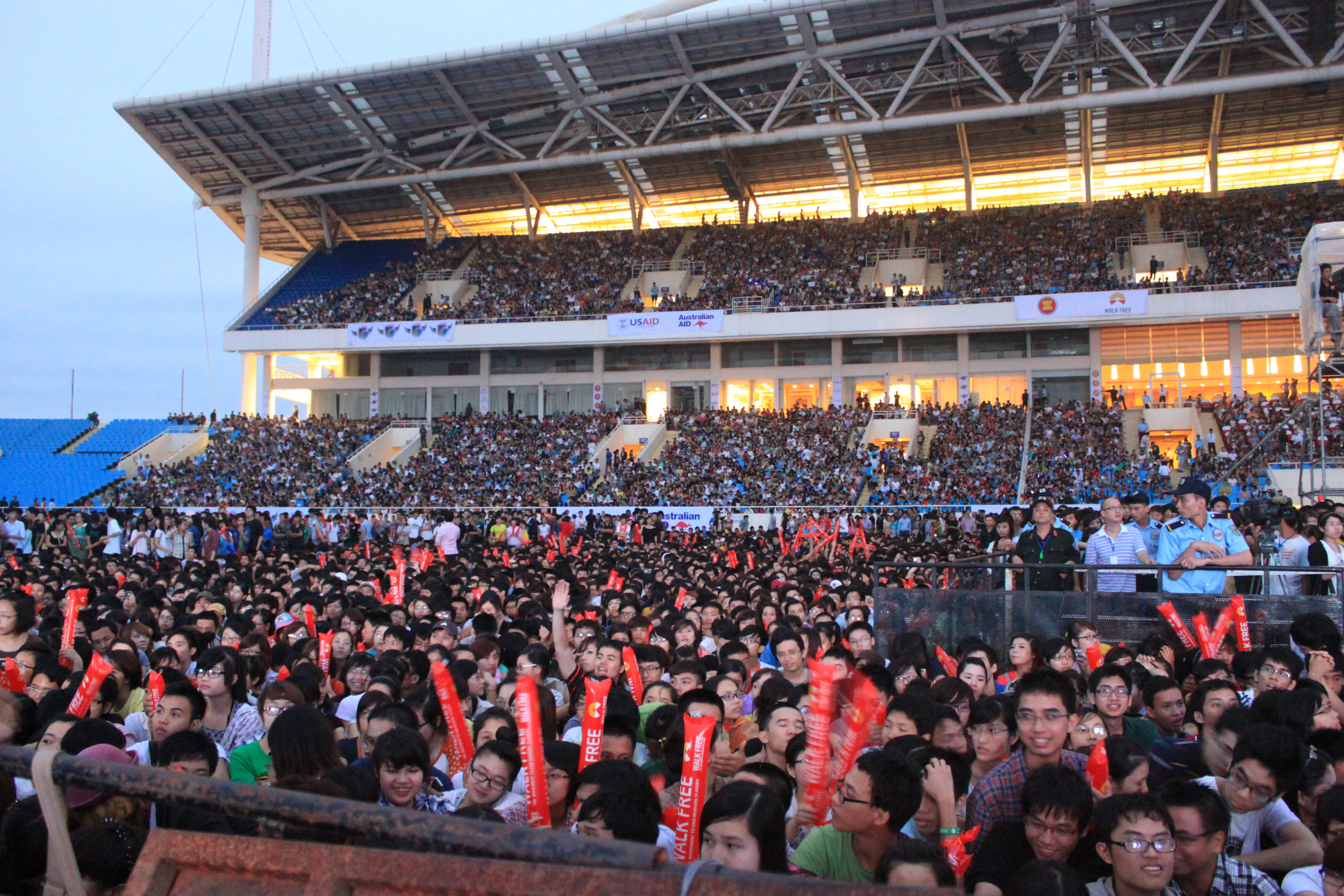 A massive crowd of fans are thrilled at the MTV EXIT concert in Hanoi against human trafficking.