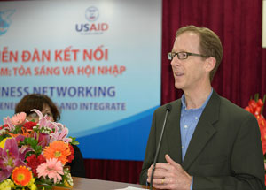 USAID Vietnam Mission Director, Joakim Parker, speaks at the seminar for female entrepreneurs.