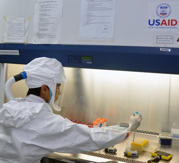 USAID and FAO support laboratory staff as they detect viruses in Vietnam.