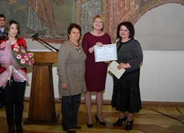 USAID/Armenia Mission Director Karen Hilliard presented certificates to two women awardees on behalf of the USAID/PRP program.