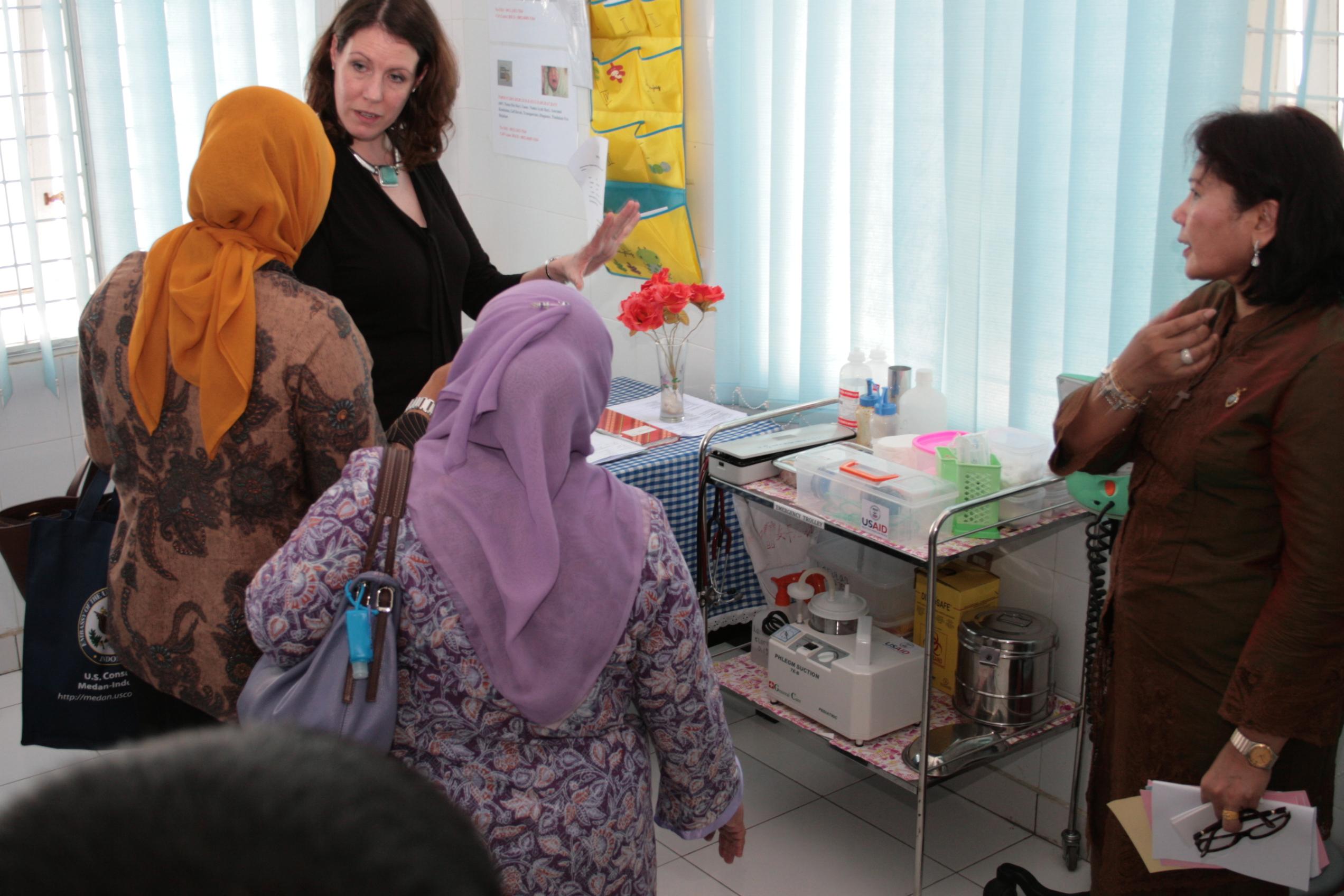 U.S. Consul for Sumatra Visits Community Health Center