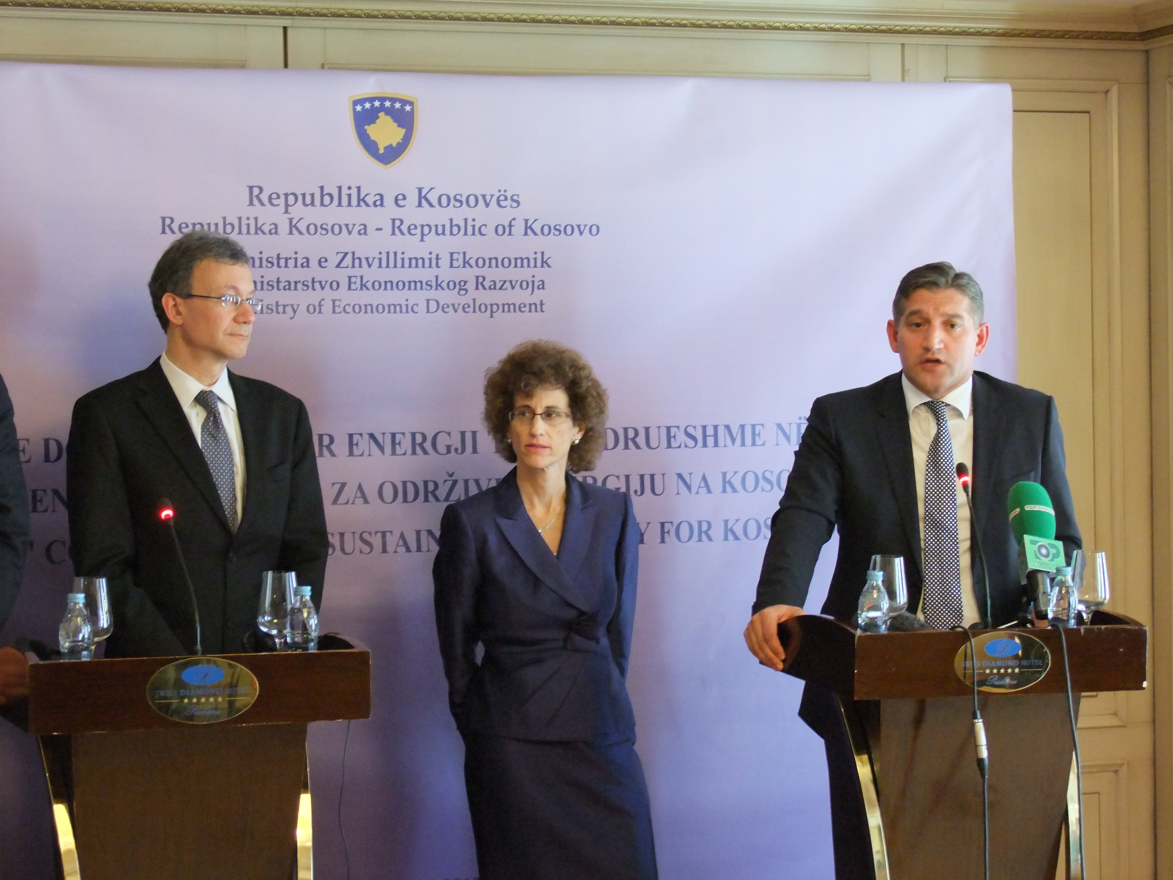 U.S. Coordinator of Assistance for Europe and Eurasia Daniel Rosenblum (left), World Bank Country Director for Southeast Europe