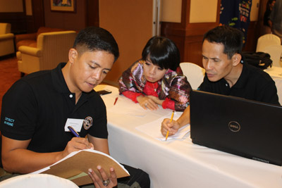 Philippine Coast Guard Officer discusses common maritime issues with Vietnam Coast Guard in a workshop by the ASEAN Wildlife Enf