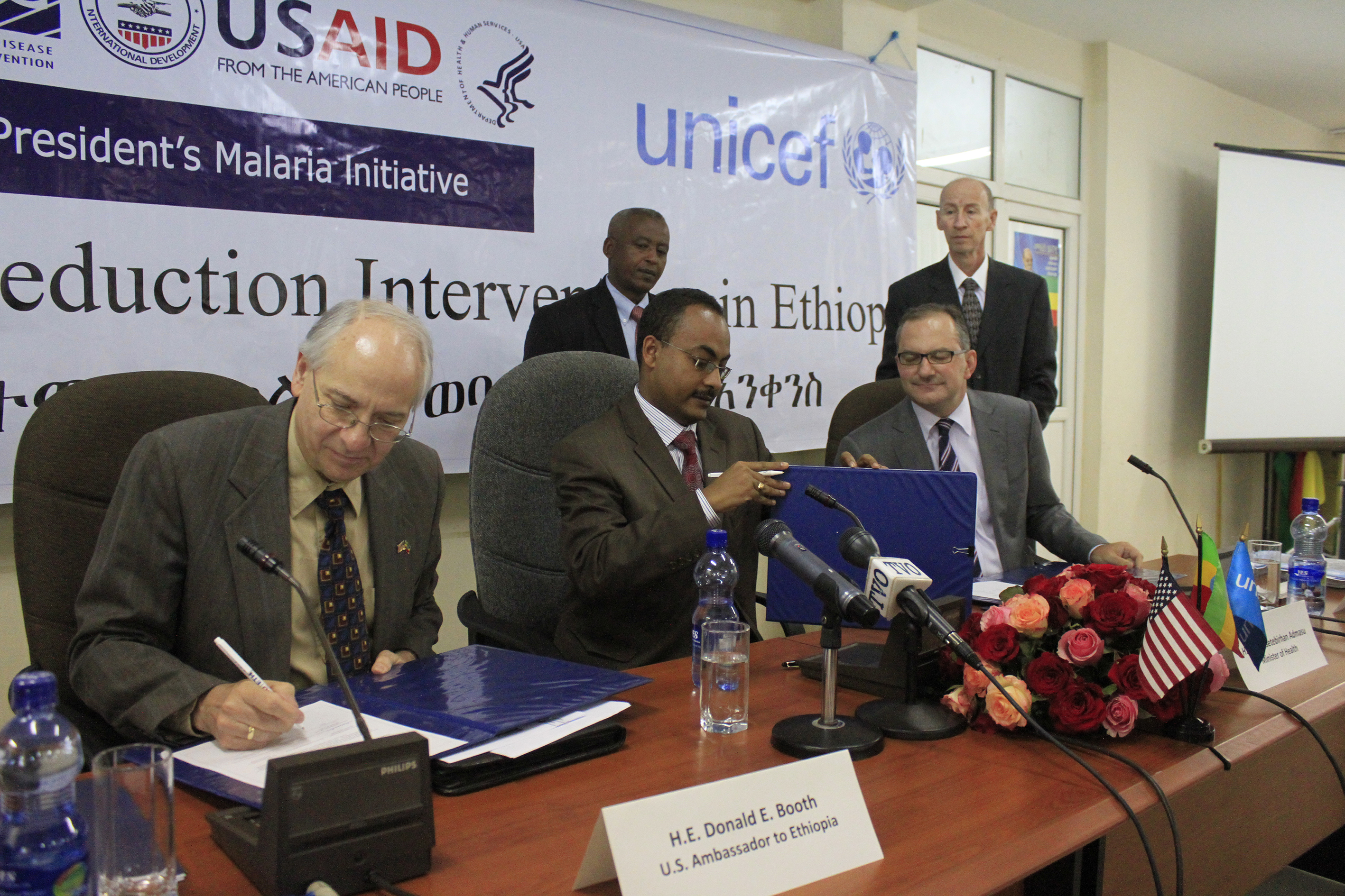 Ambassador Booth signs the new grant agreement with the Federal Ministry of Health and UNICEF.