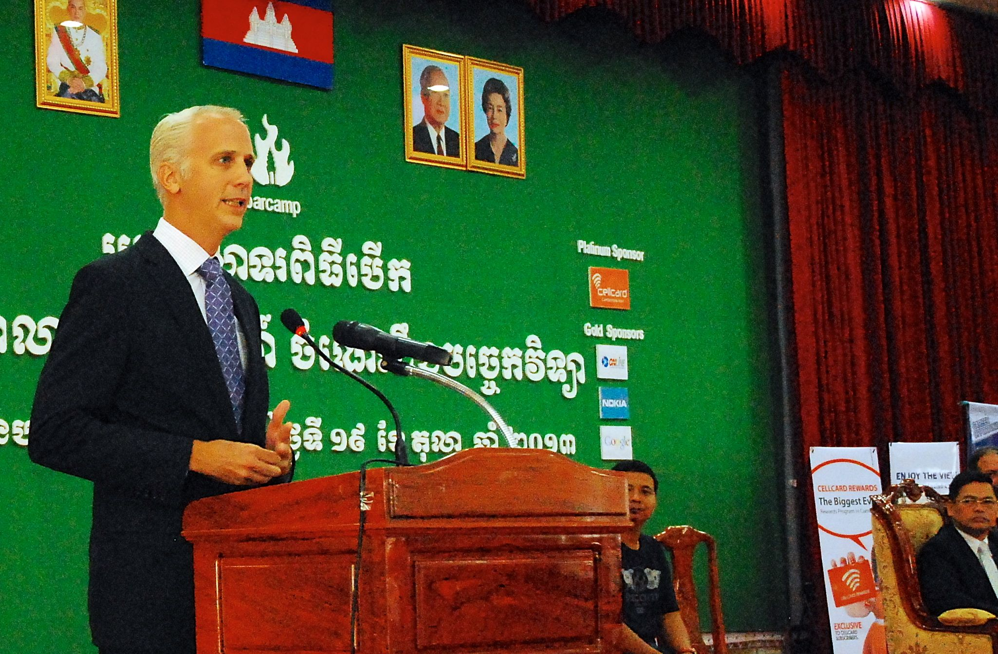 Sean Callahan of USAID Cambodia delivers opening remarks at BarCamp Phnom Penh on October 19, 2013