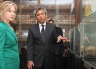 "Secretary of State Hillary Rodham Clinton thanked Youk Chhang for a tour of the Tuol Sleng Museum. ""Your telling of its history"