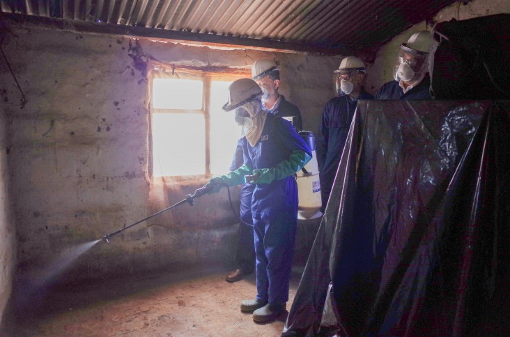 Deputy Chief of Mission Martin Dale joins the VectorLink project in Copperbelt Province to observe indoor residual spraying (IRS) to protect homes from malaria.