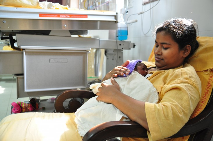 Sadhna performing Kangaroo Mother Care after her delivery