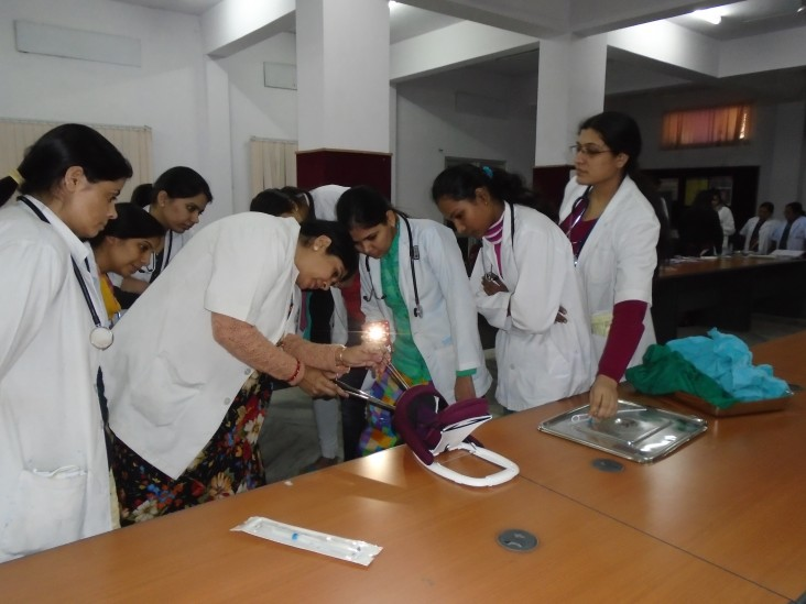 PSI trains health providers in India on PPIUD insertion. Most providers say they would recommend this method to a colleague.