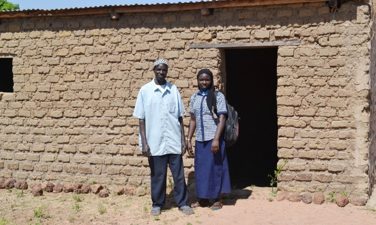 Timothée Goita builds a house in nearby Yorosso town so that his daughter Safiatou, who is studying there, faces no accommodation problems.