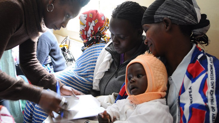 Photo of a mother with her child at a postnatal clinic in Kenya.