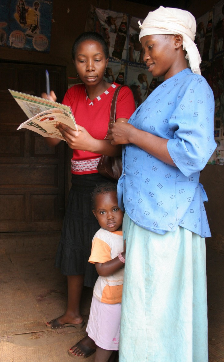 A Community Health Worker in Uganda educates a mother on the dangers of malaria.