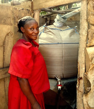 EntrepriseWorks is introducing bob®, a portable rainwater storage bag, in Uganda.