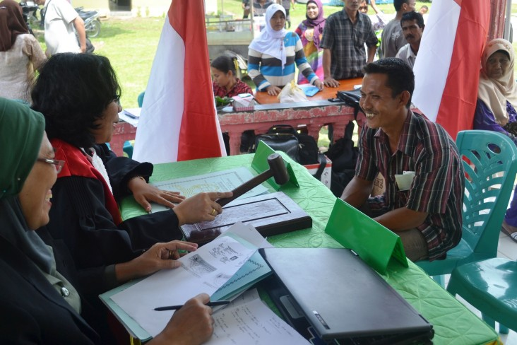 mobile court democracy governance Indonesia