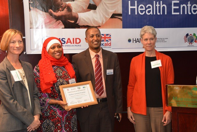 Angela Spilsbury, human development team leader for DFID (l) and Elise Jensen, health team leader for USAID (r), present a grant