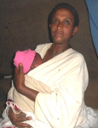 Alemitu Kelkaye holds her newborn baby at home in the KMC position.