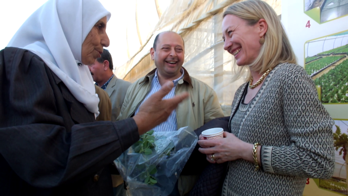A Bani Kananeh resident explains the potential of hydroponic thyme production to U.S. Ambassador Alice G. Wells.