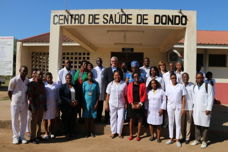 U.S. Ambassador to Mozambique, Mr. Dean Pittman visits health clinic at Dondo.