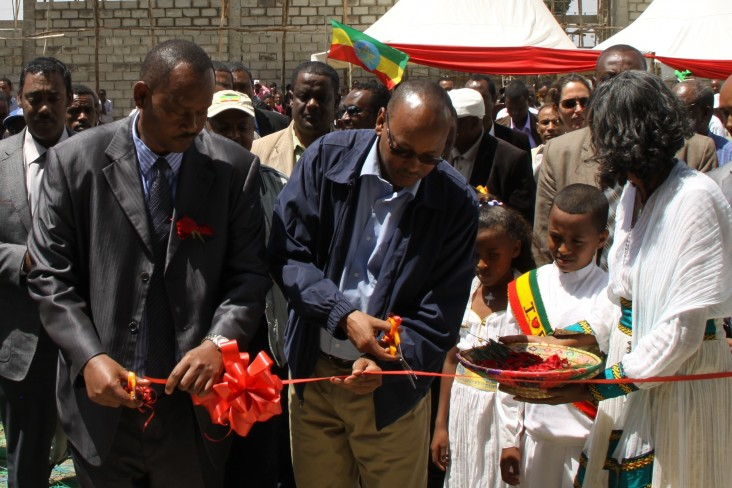 (left to right) State Minister of Agriculture Mitiku Kassa and Oromia Regional State Vice President Abdulaziz Mohamed.