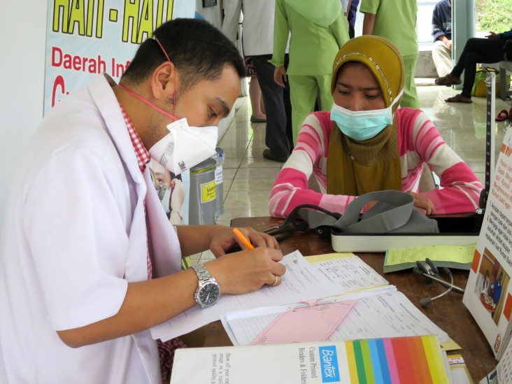 A patient receives a checkup in a multidrug-resistant TB clinic established with USAID support in Semarang, Central Java.