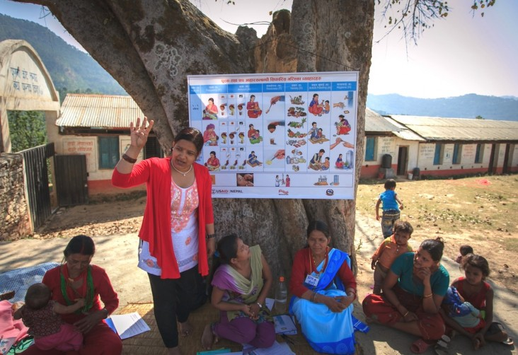 "A Suaahara trainer teaches ""1,000 days"" mothers about the importance of healthy nutritional behavior."