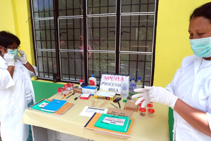 Trained village health workers from the remote village of Paloc, Maragusan, prepare sputum samples.