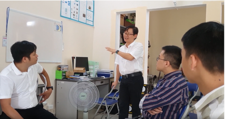 Dr. Ngo Dinh Thanh is mentoring the team.