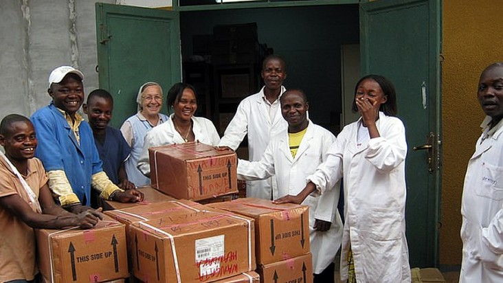 Personnel in the Democratic Republic of Congo receive a shipment of life-saving antiretroviral drugs. Photo credit: Friederika Kuhnel