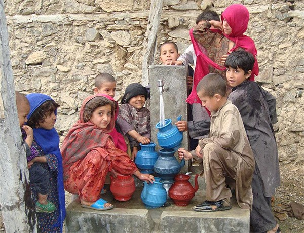 Children in Nawa, Afghanistan fill their containers with fresh running water.