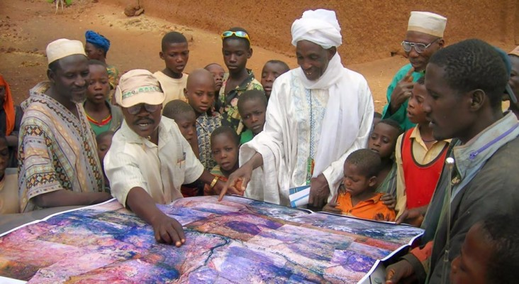 Community members study aerial imagery in Laba, Niger