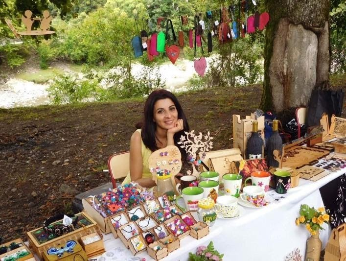 Malo Kotua, an artist and handicrafts producer from Gali in the Russian-occupied Georgian region of Abkhazia, is proving that women entrepreneurs can succeed in difficult circumstances.
