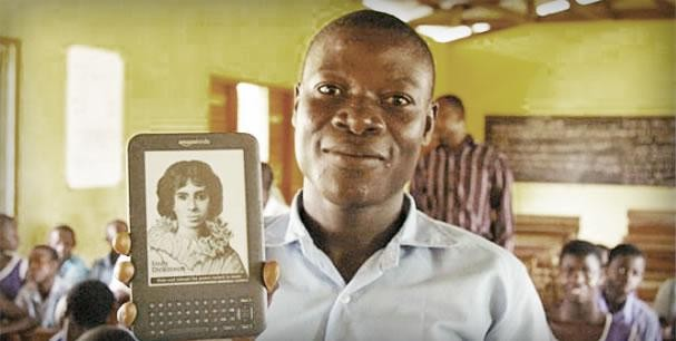Students in rural Africa download eBooks. Photo Credit: Mobiles for Education