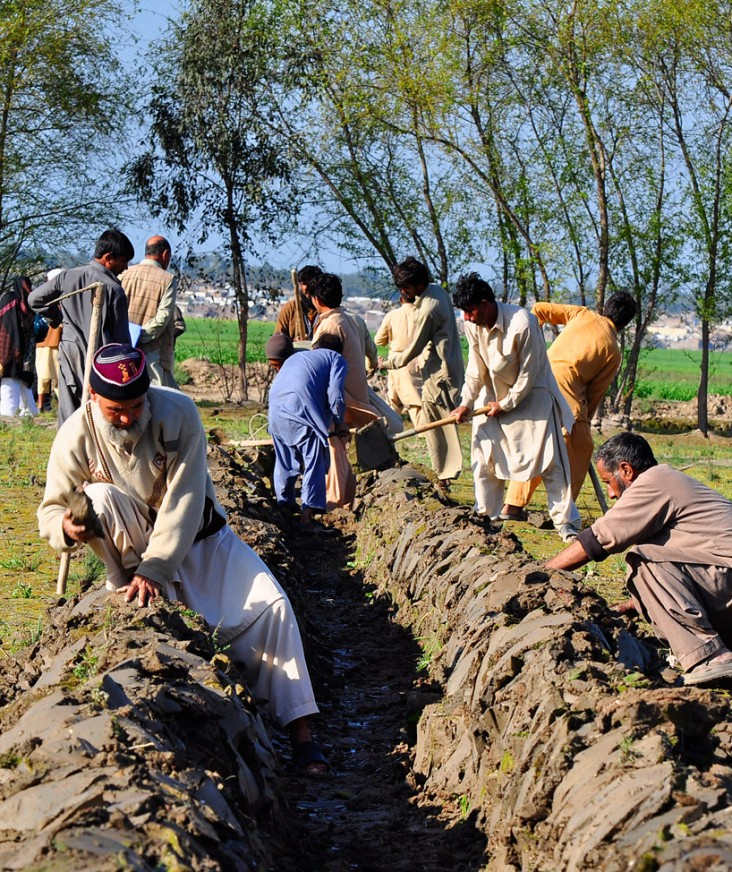 Farmers work to restore an irrigation canal as part of USAID/Pakistan's cash-for-work program in Sindh.