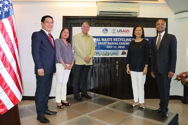 U.S. Government Awards Grants to Reduce Plastic Pollution  in Philippine Oceans