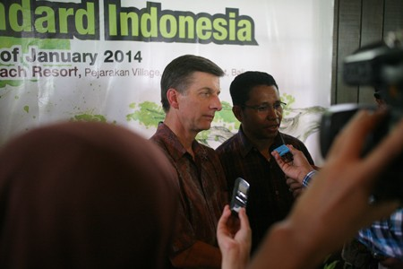 USAID Indonesia Mission Director Andrew Sisson (left) answers questions by journalists.