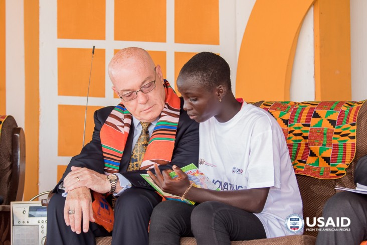 Amb Jackson reads with a child